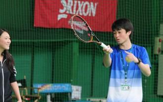 テニスの指導風景